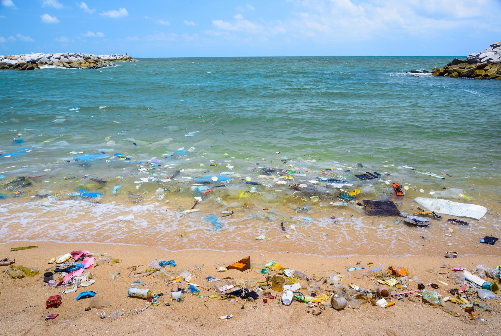plastica-inquinamento-mare-ambiente.